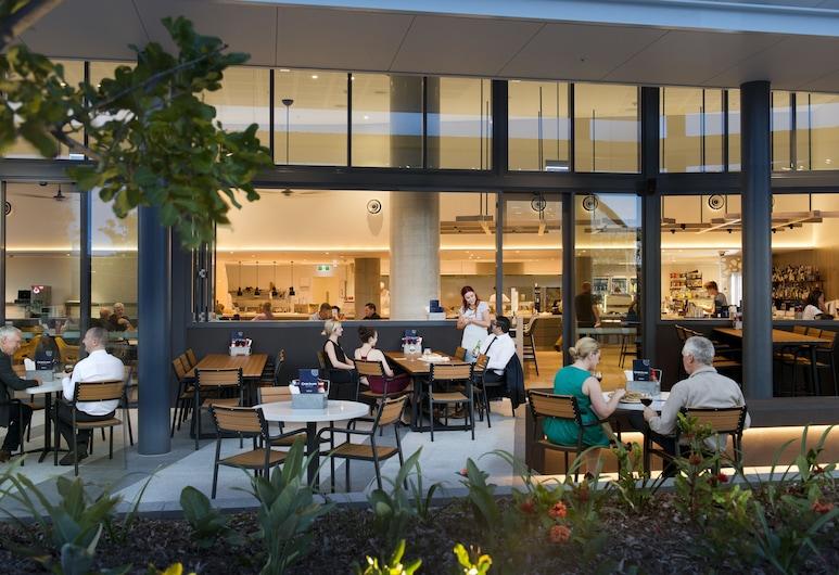 ibis Brisbane Airport Hotel, Brisbane Airport, Speisen im Freien