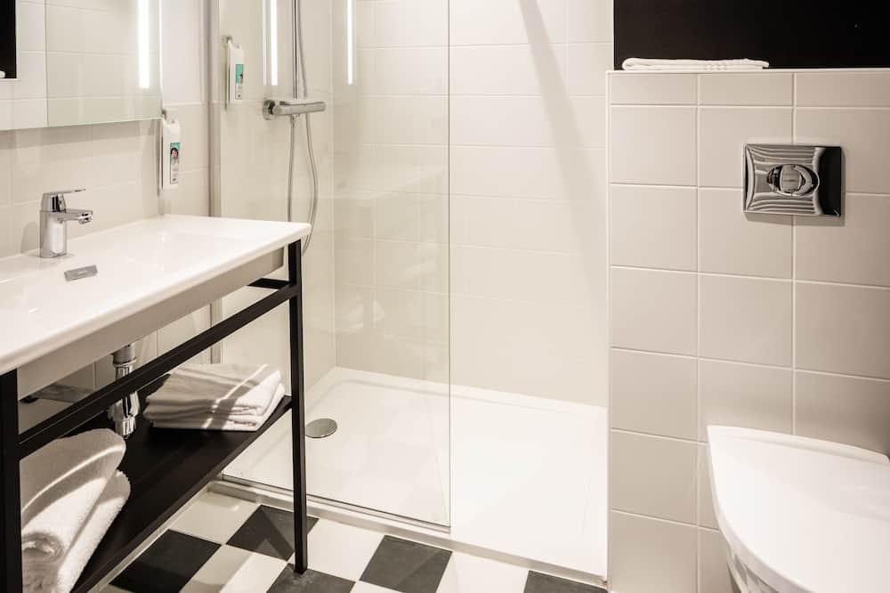 Habitación doble estándar, Varias camas - Baño