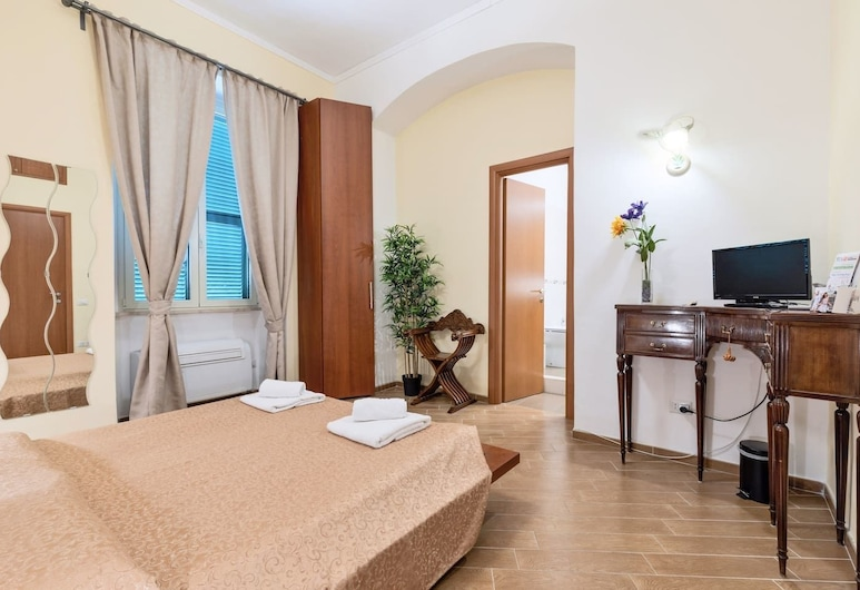 MICLAD BeB Colosseum Guest House, Rome, Deluxe Room (Augusto), Guest Room