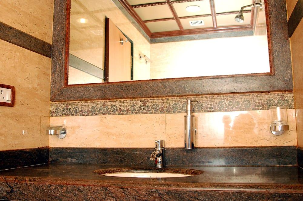 Chambre Double Luxe, 1 lit double - Lavabo de la salle de bain