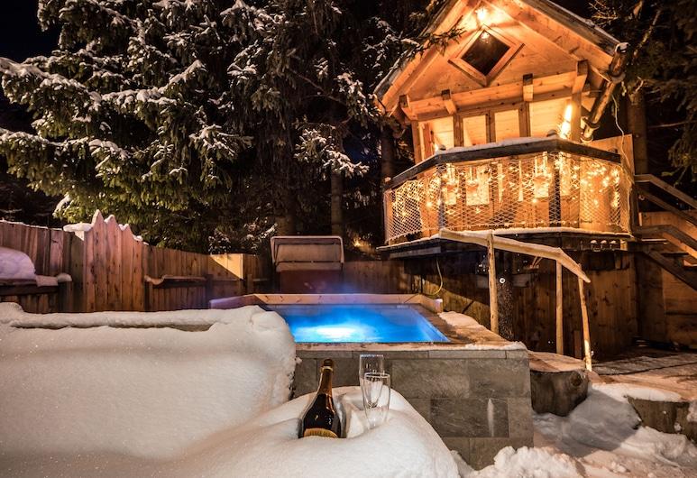阿爾卑斯多洛米蒂山伊麗莎白魅力木屋酒店, 塞爾瓦迪瓦爾加爾德納, 室外 SPA 浴池