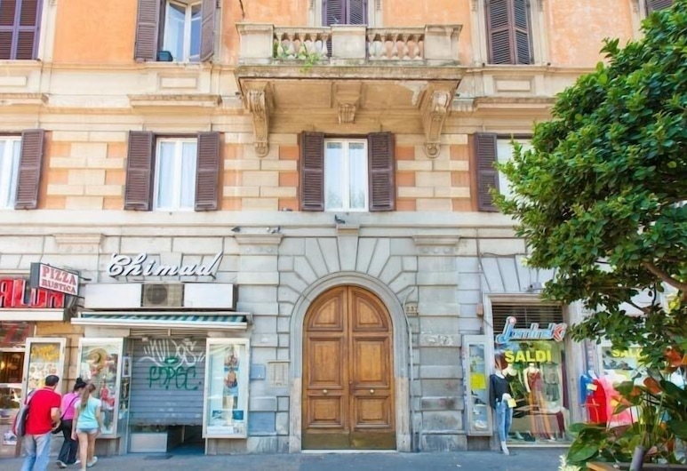 Cuore di Roma Holidays, Rome, Property entrance