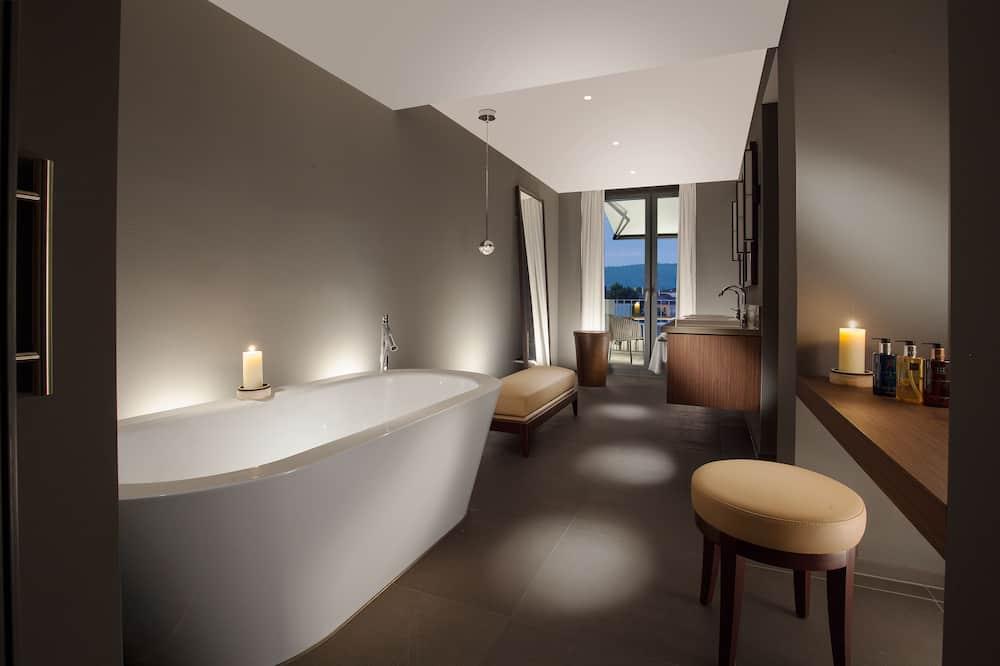 Rooftop Suite, 1 Bedroom, Terrace, big Kitchen - Bathroom
