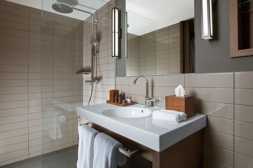 Basic Suite, 1 King Bed - Bathroom
