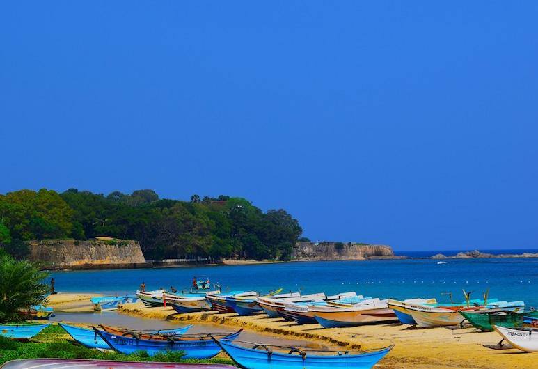 The White Bungalow, Trincomalee, Playa