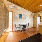 Négyágyas szoba, vegyes hálóterem, közös fürdőszoba - Nappali rész