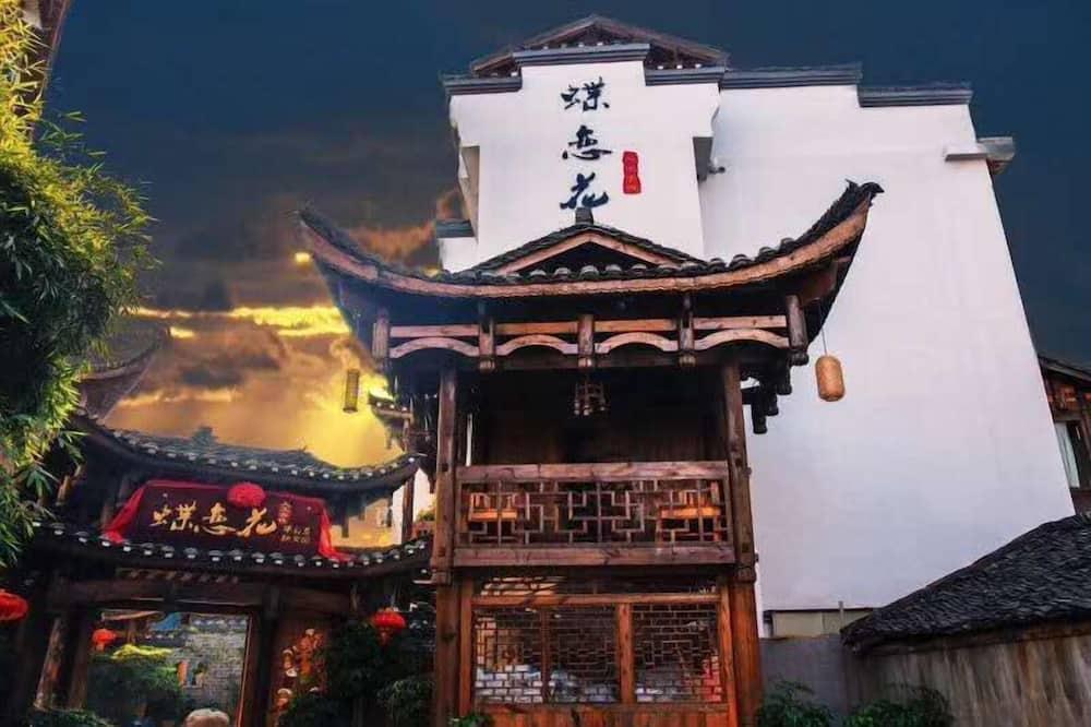 Dielianhua Cowherd Inn Zhangjiajie