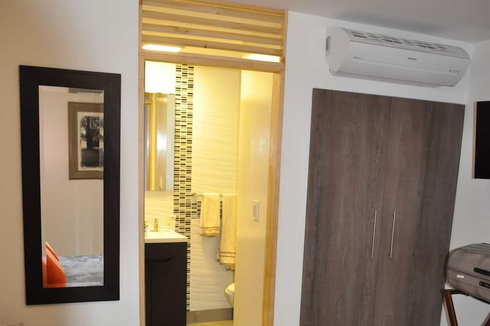 جناح إستديو ديلوكس - سرير مزدوج - بحمام داخل الغرفة - في منطقة الحديقة - حمّام
