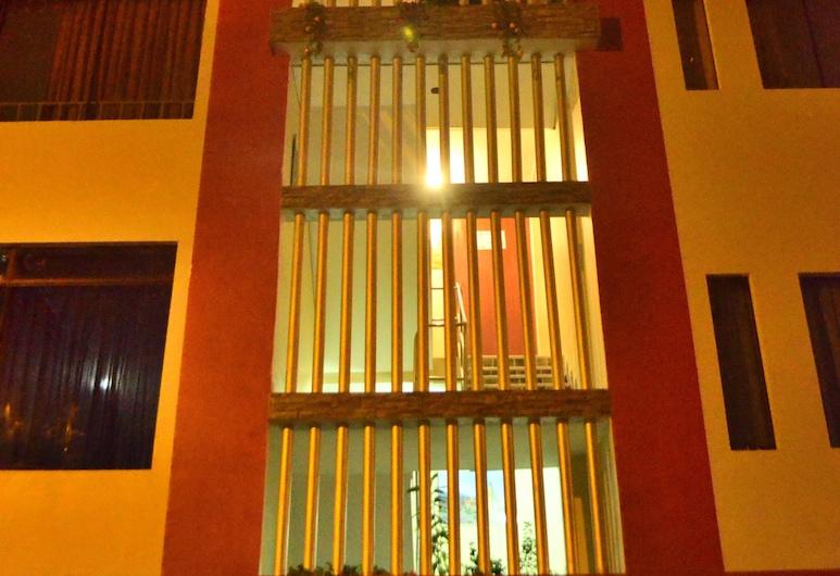 Rosenverg House Lima Airport, Lima, Hotel Front – Evening/Night