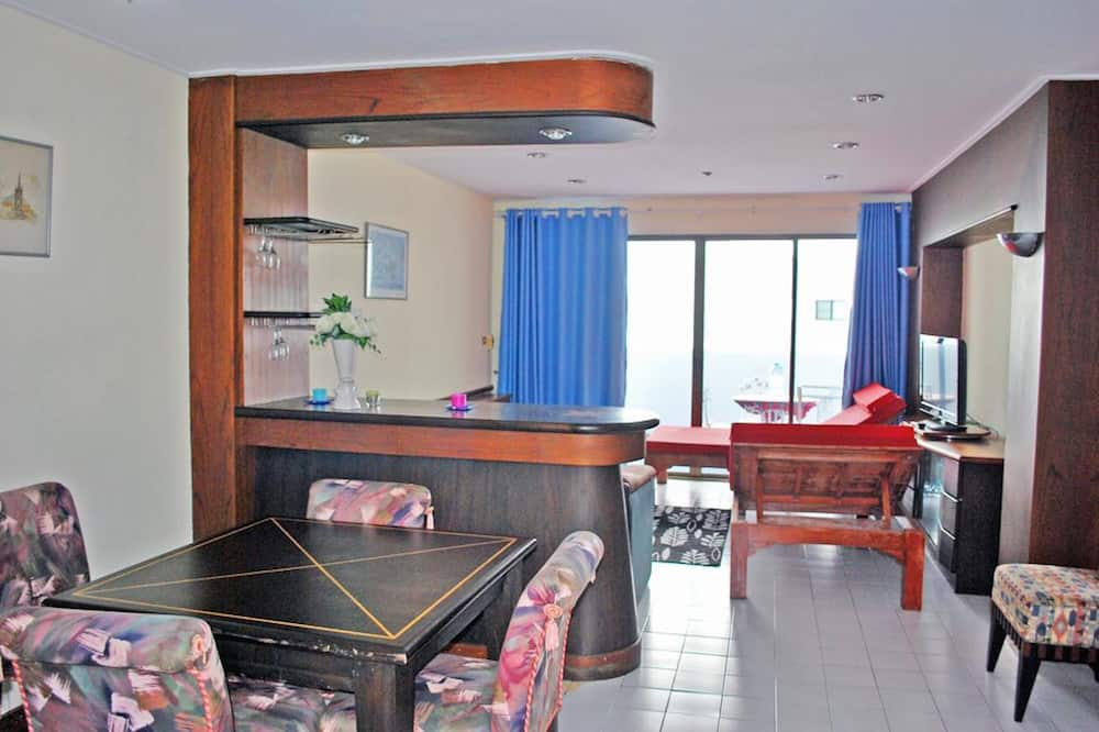 2-Bedroom Apartment with Sea View  - 室内のダイニング