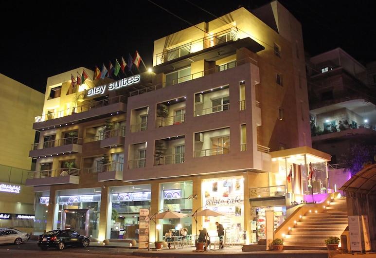 Aley Suites, Aley, Hotelfassade am Abend/bei Nacht
