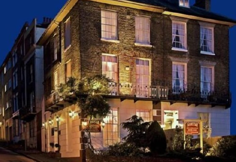 Castle Guest House, Dover, Průčelí hotelu ve dne/v noci
