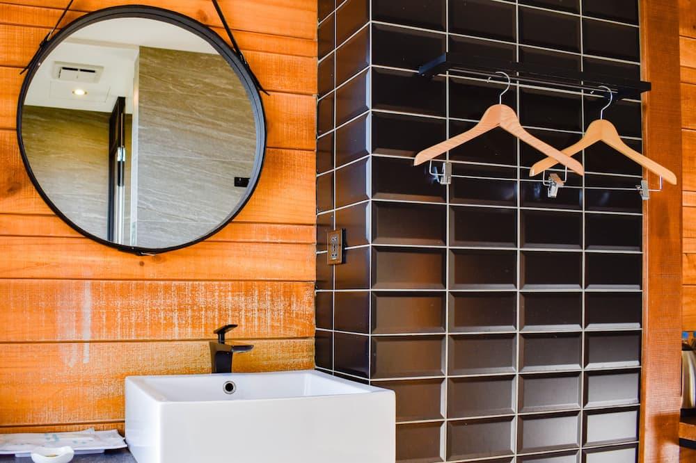 Superior Twin Room, City View - Bathroom