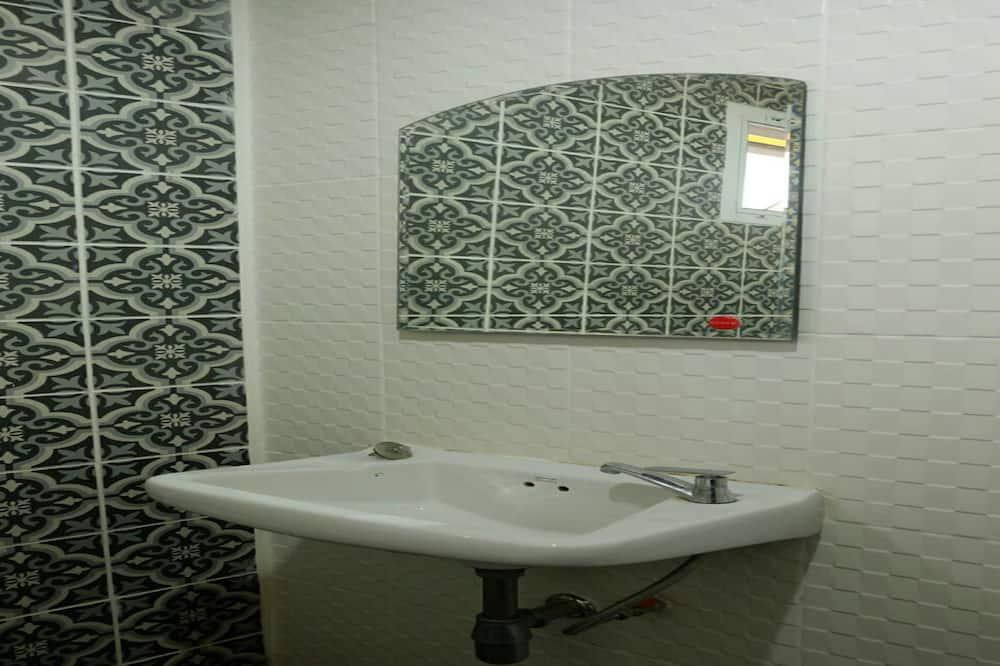 Deluxe Double Room - Bathroom Sink