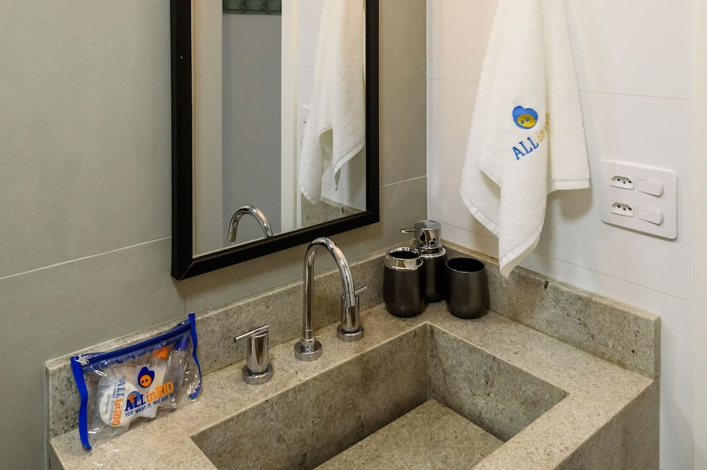 Лофт базового типа, 1 двуспальная кровать «Квин-сайз», услуги консьержа, частичный вид на море - Ванная комната
