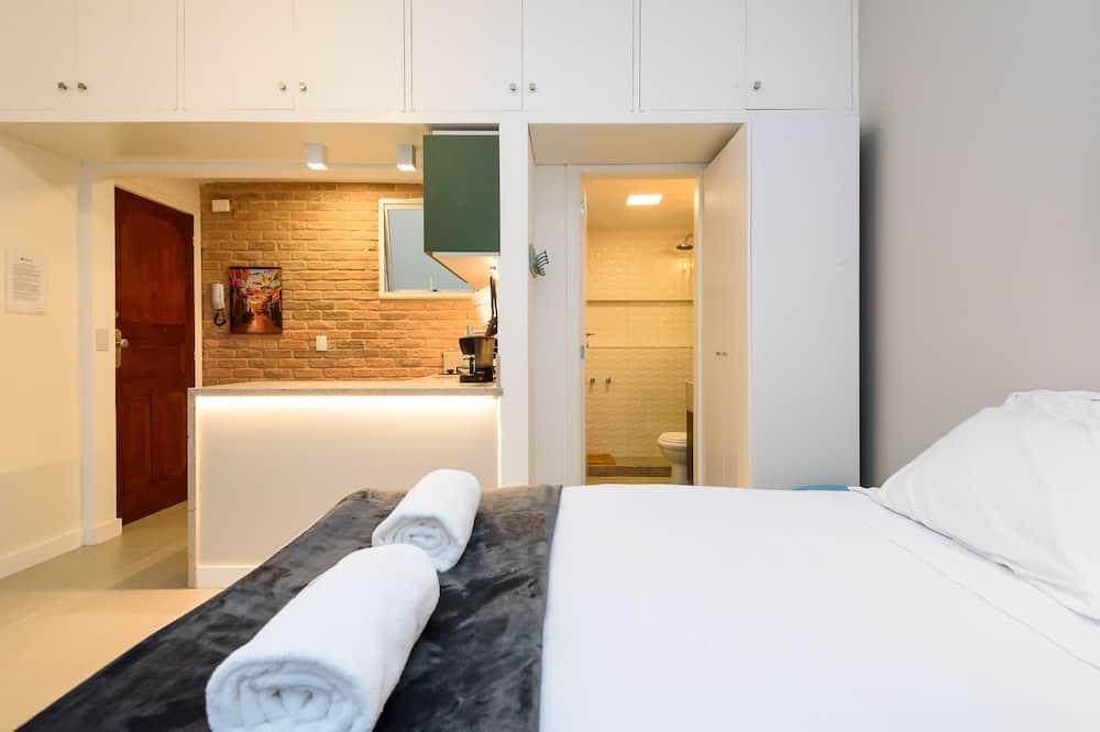 Лофт базового типа, 1 двуспальная кровать «Квин-сайз», услуги консьержа, частичный вид на море - Номер