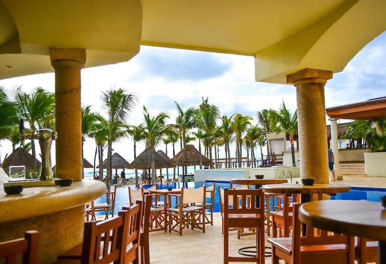 Hotel Nyx Cancun All Inclusive, Cancún, Bar junto a la piscina