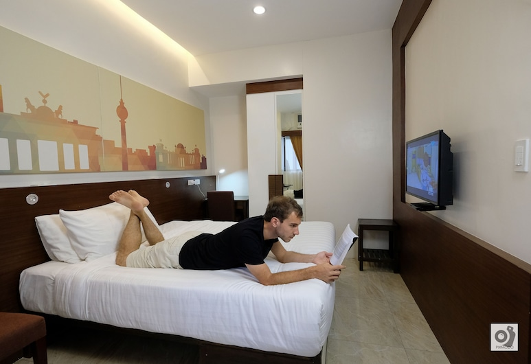 BED+BATH Serviced Suites, Iloilo, Superior Room, Balcony, Guest Room