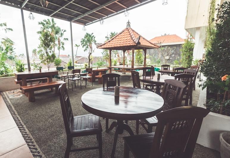 Hotel La Costa Central, Seminyak, Tempat Makan Luar Ruangan