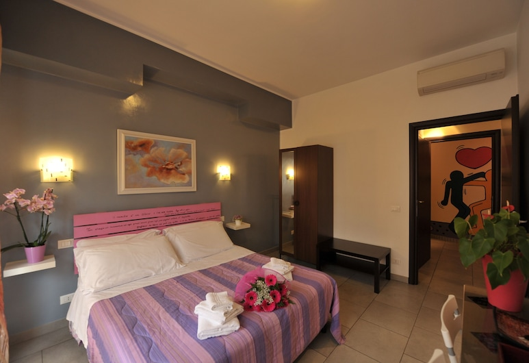 B&B Casa Der Poeta, Rome, Basic Double or Twin Room, 1 Double Bed, Private Bathroom, Guest Room View