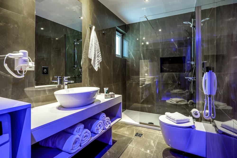 Superior Suite, 2 Bedrooms - Bathroom