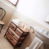 Family Quadruple Room, 1 Bedroom, Private Bathroom - Bathroom