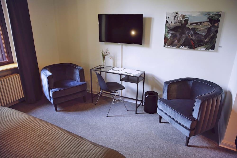 Classic Double Room, 1 Queen Bed - Living Area