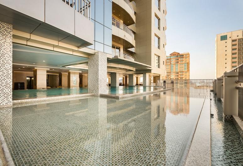 Wyndham Garden Manama, Manama, Piscina