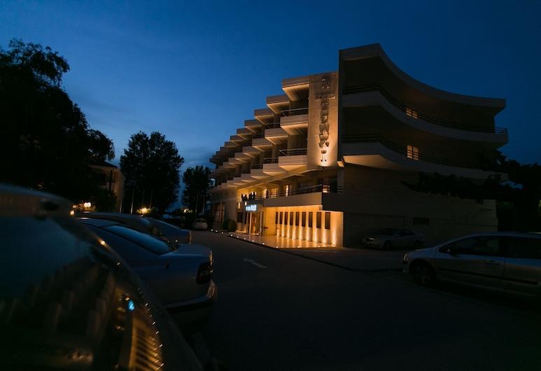 Hotel Tzaki, Patras, Hótelframhlið - að kvöld-/næturlagi