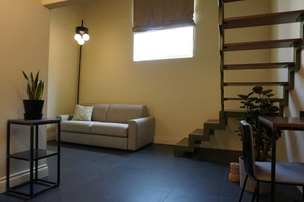 주니어 스튜디오 스위트, 킹사이즈침대 1개 및 소파베드, 금연, 시내 전망 - 거실 공간