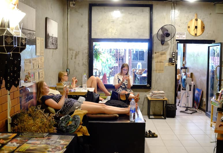 Le Loftel Hostel, Chiang Mai, Salon de la réception
