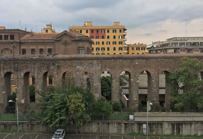 Giuly GuestHouse, Roma, Otelden görünüm
