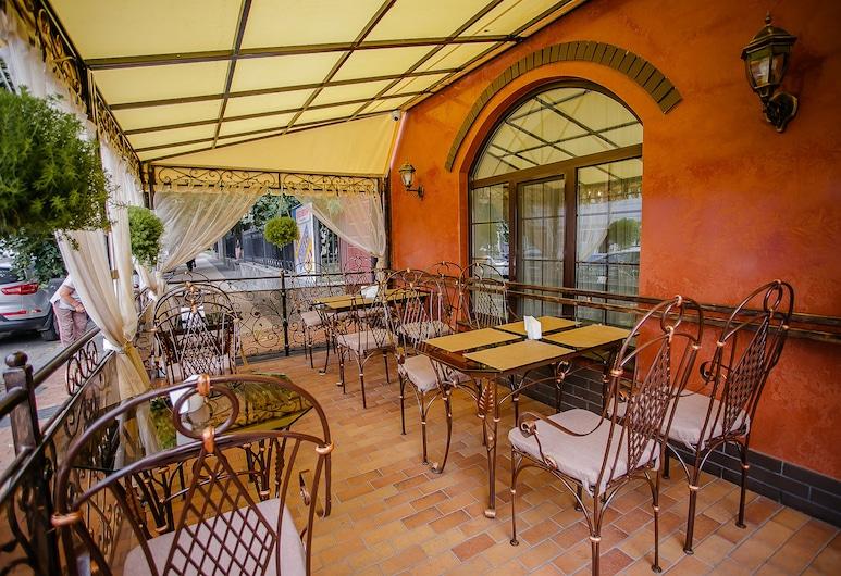 Aristocrat Hotel, Winnica, Obiekty restauracyjne na zewnątrz
