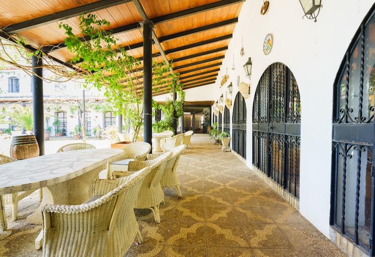OYO Venta del Alto Hotel Las Cumbres, El Garrobo, Terrace/Patio