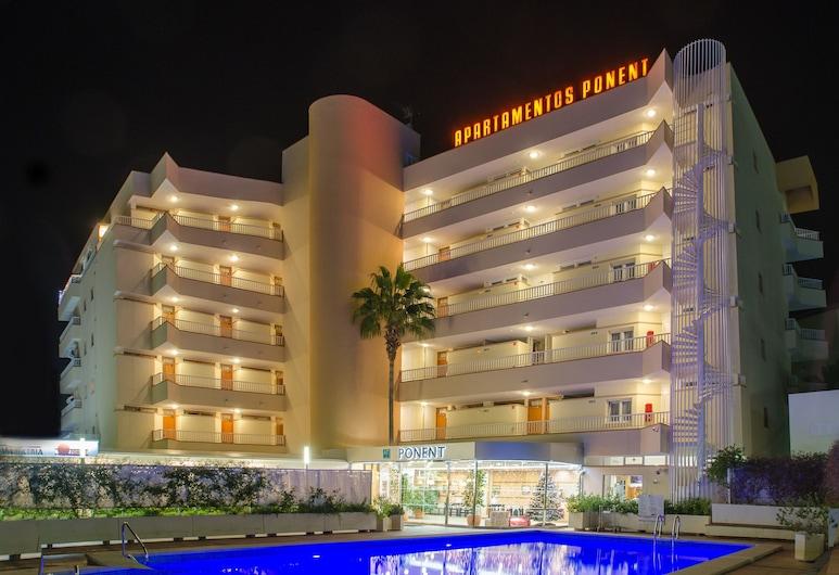 Apartamentos Ponent, Calvia, Front obiektu – wieczór
