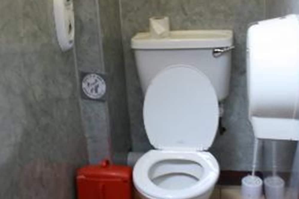 Dormitorio compartido, solo para mujeres, baño compartido - Baño