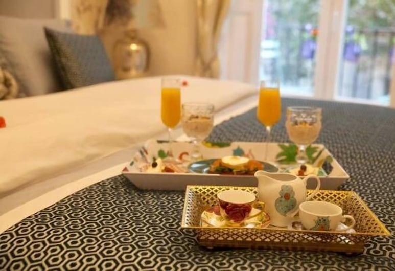 Hostal Boutique Palace - Adults Only, Madrid, Deluxe Suite, Guest Room