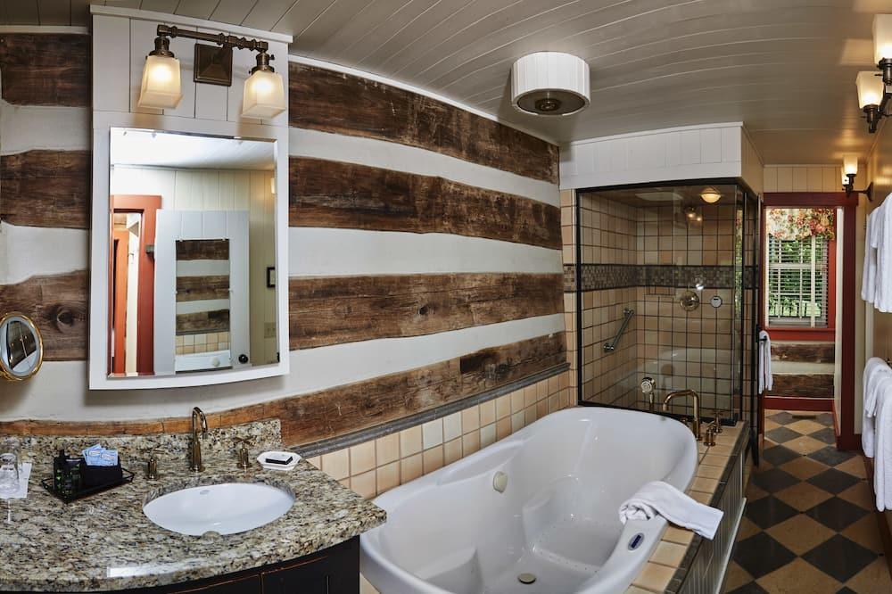 Log Cabin, Downstairs Suite - Bathroom