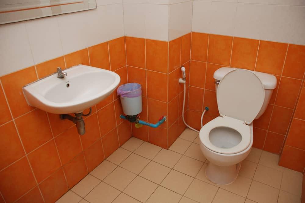 Double Room with Bathtub (Second Floor) - Badeværelse
