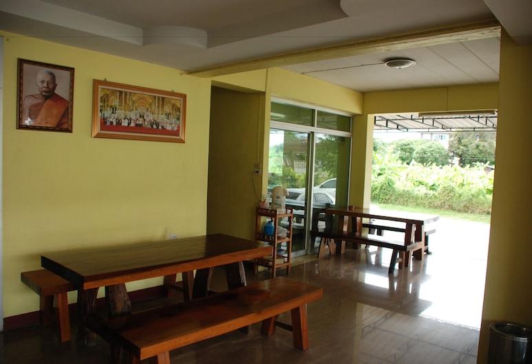 Nuttasit Apartment, Phetchaburi, Sitzecke in der Lobby