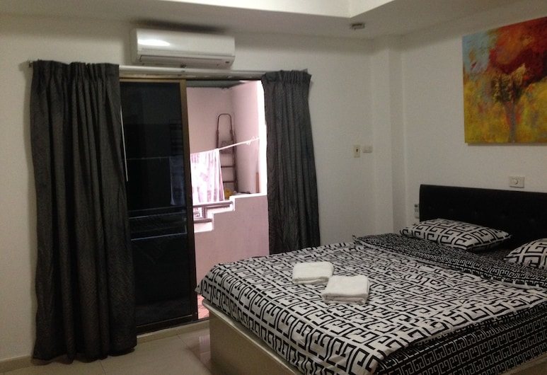 PIZZA 24 Guesthouse, פטיה, חדר (Medium), חדר אורחים