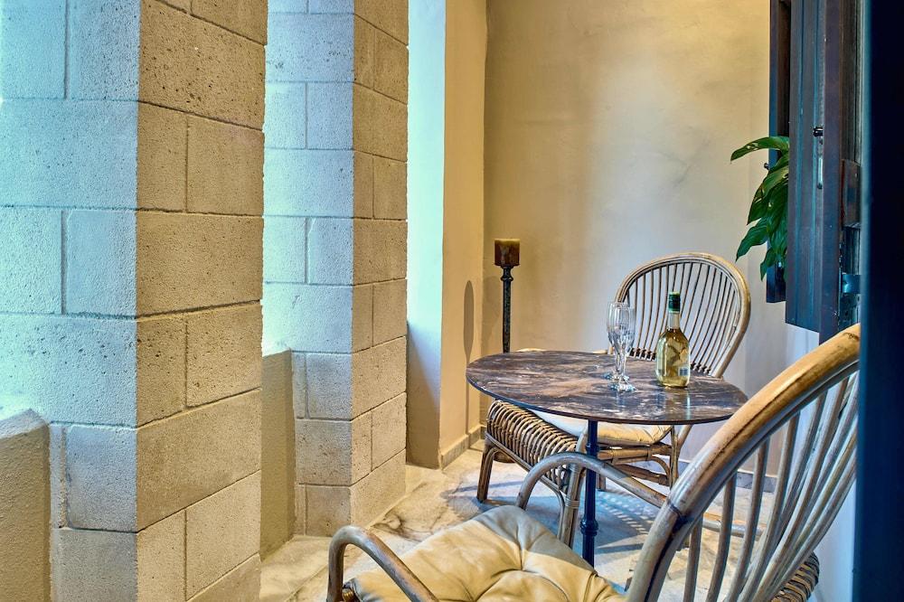 Deluxe Studio Suite, Hot Tub - Balcony