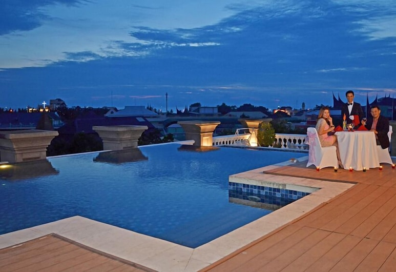 The Axana Hotel, Padang