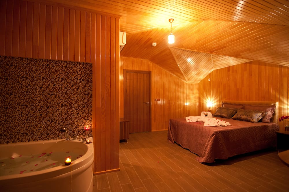 Superior Double Room, Balcony - Jetted Tub