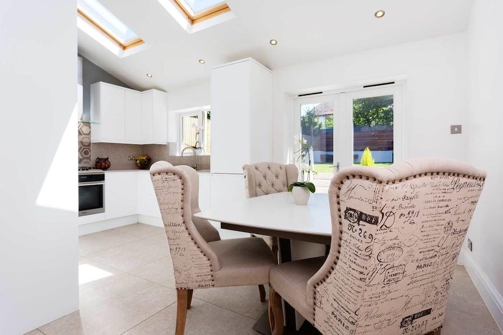 Ferienhaus, 5Schlafzimmer (Tilehurst Road, Wandsworth) - Essbereich im Zimmer