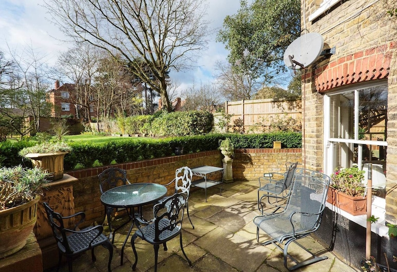 Veeve - Traditional Wimbledon Village, London, Apartment, 3 Bedrooms (Lingfield Road, Wimbledon), Terrace/Patio
