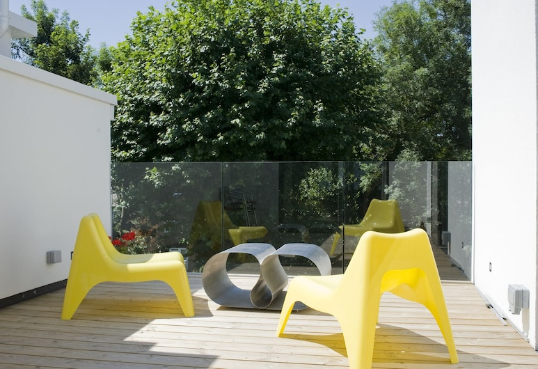 Veeve - Sixties Chic, London, House, 4 Bedrooms (Broughton Gardens, Highgate), Terrace/Patio
