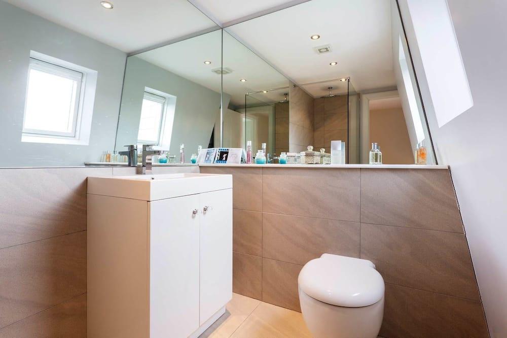 House, 4 Bedrooms (Brookwood, Wimbledon) - Balkoni