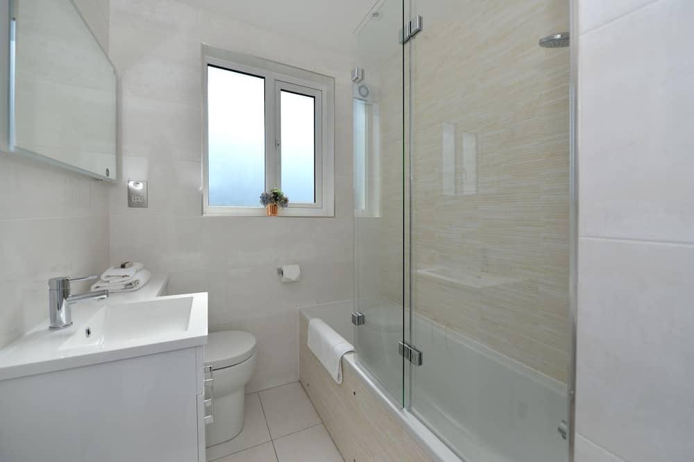 House, 4 Bedrooms (Vera Road, Fulham) - Bathroom