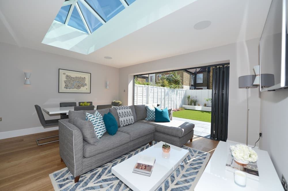 House, 4 Bedrooms (Vera Road, Fulham) - Living Room